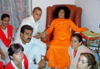 Sai Baba 'inner'views Nicolas Maduro and family (2005)