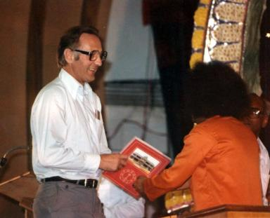 Haraldsson and Sai Baba, with the book Golden Age